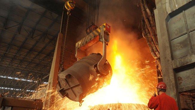 Světová produkce surové oceli se vdubnu snížila o 13%